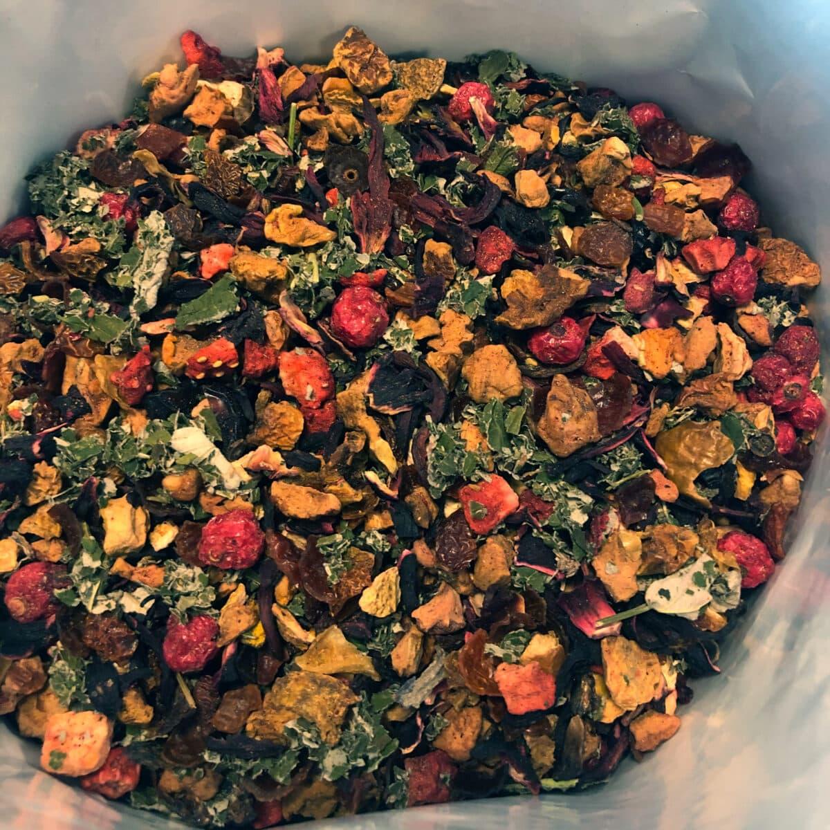 Rozenbottel thee met aardbeien