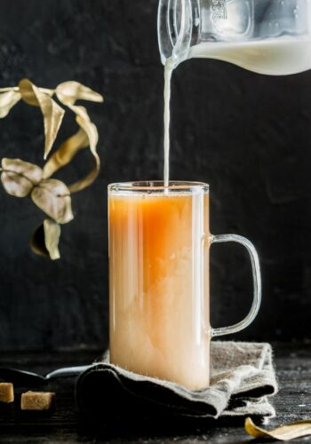 thee met melk schenken
